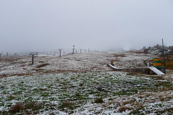 栂池高原で初雪